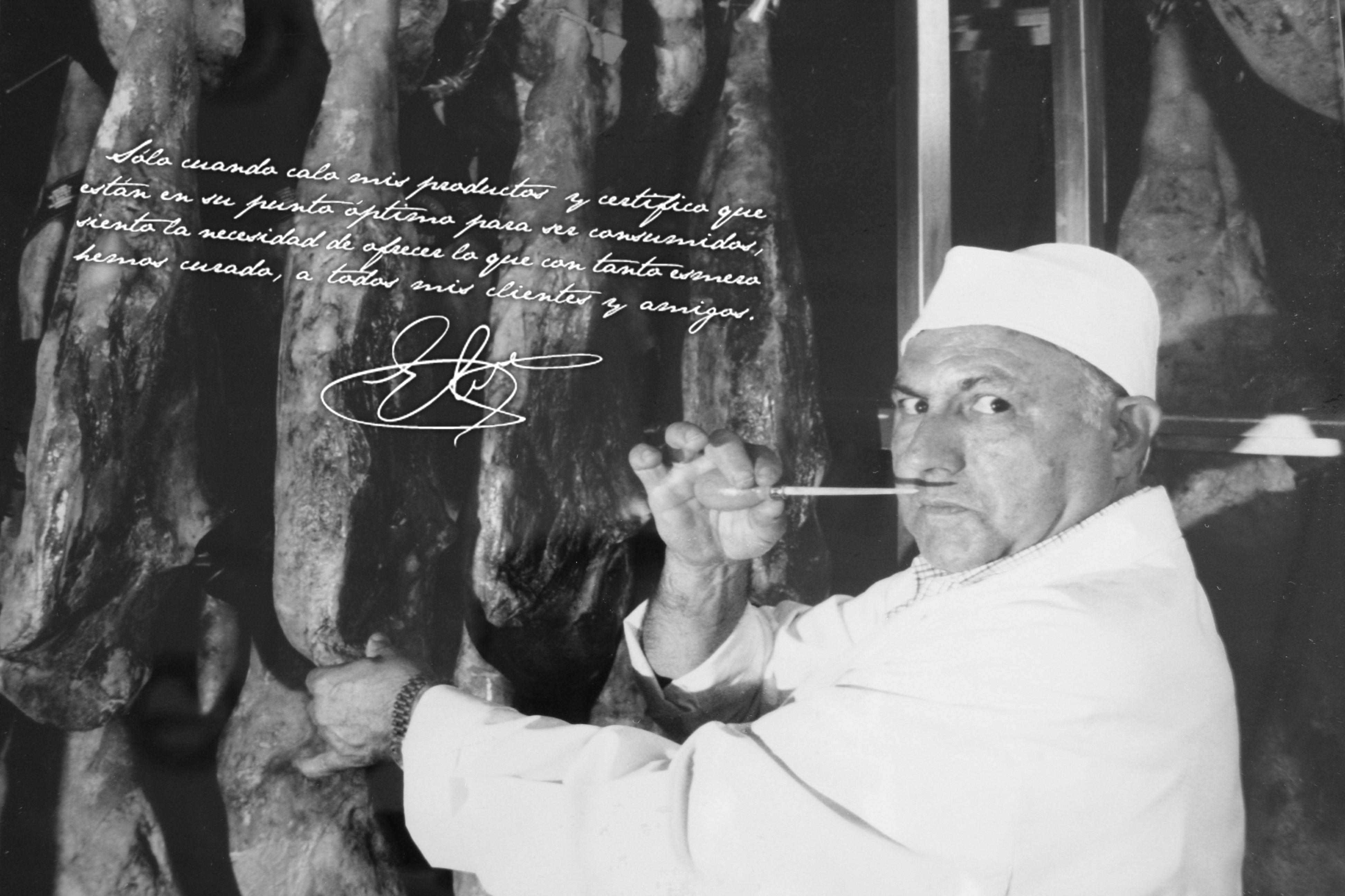 Foto en blanco y negro de Elier Ballesteros padre con su mensaje y firma