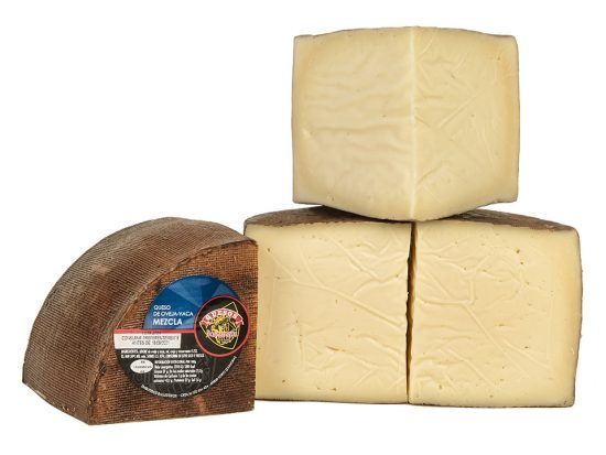 Queso mezcla oveja - vaca semicurado de Embutidos Ballesteros